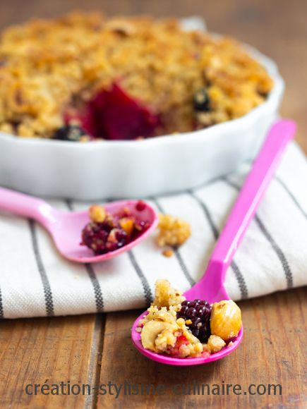 crumble sans gluten de fruits rouges aux noisettes